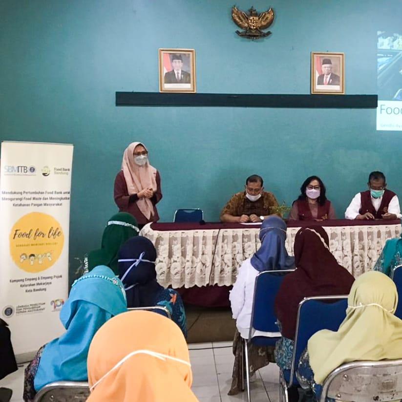 SBM-ITB dan Food Bank Bandung Mengadakan Sosialiasasi tentang Food Bank di Kelurahan Mekarjaya, Bandung